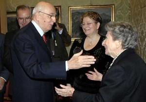 Il Presidente della Repubblica Giorgio Napolitano saluta la Sen. Baldina Di Vittorio accompagnata dalla figlia Silvia Berti.